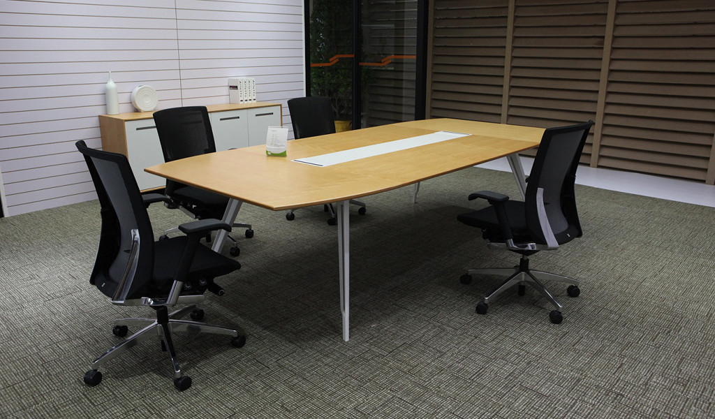 modern meeting room with maple veneer finish table and chairs