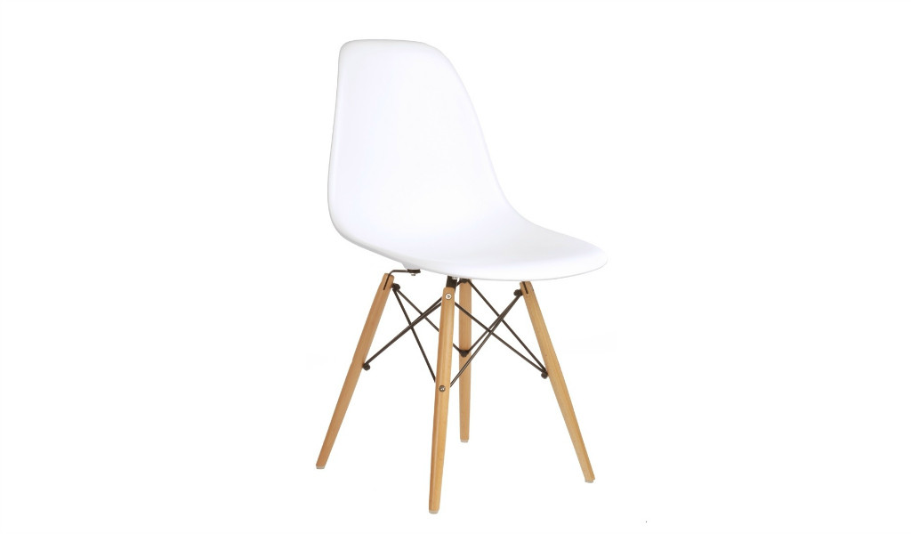 DSW cafeteria chair with white PP seat shell and beech wood legs