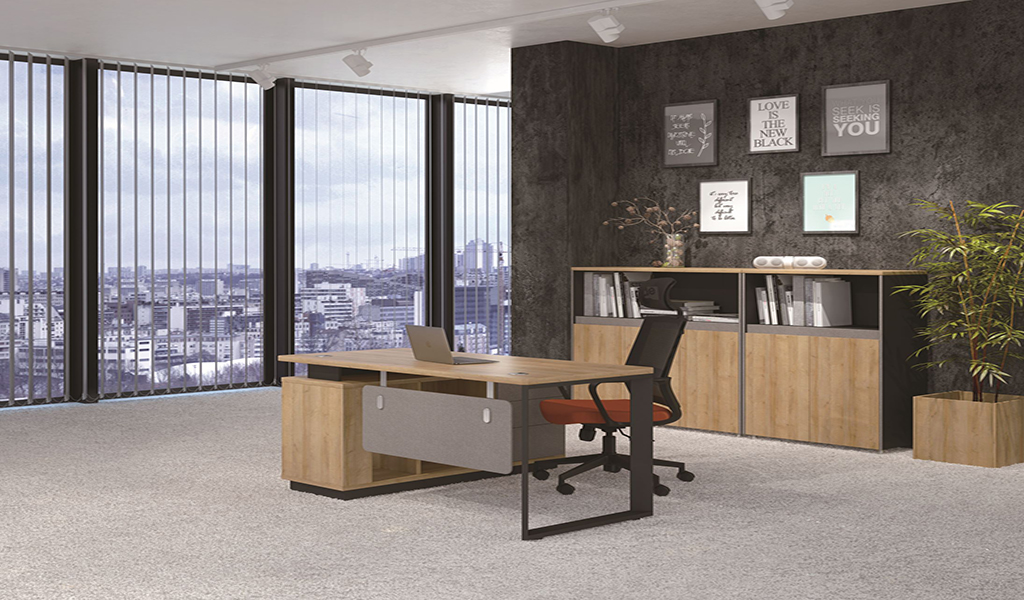 Small Office Desks (4 to 6 Feet)
